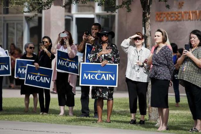 Ông Trump không tham gia các nghi lễ tưởng niệm ông McCain - Ảnh 8.