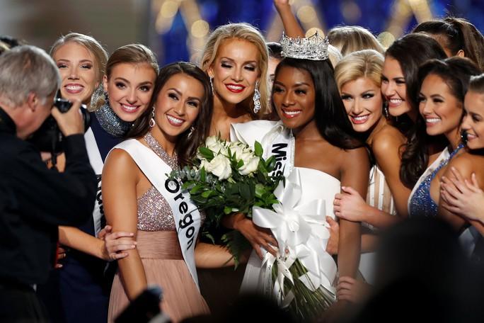 Cận cảnh cô gái đăng quang Tân hoa hậu Mỹ - Ảnh 3.