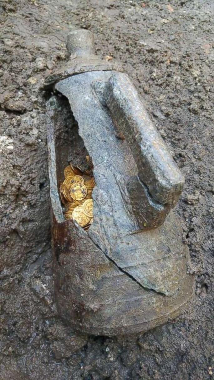 Phát hiện 2 tảng đá lẫn vàng trị giá 11 triệu USD - Ảnh 4.