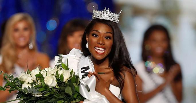 Cận cảnh cô gái đăng quang Tân hoa hậu Mỹ - Ảnh 2.