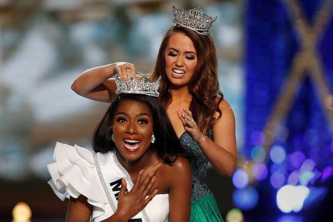Cận cảnh cô gái đăng quang Tân hoa hậu Mỹ - Ảnh 1.