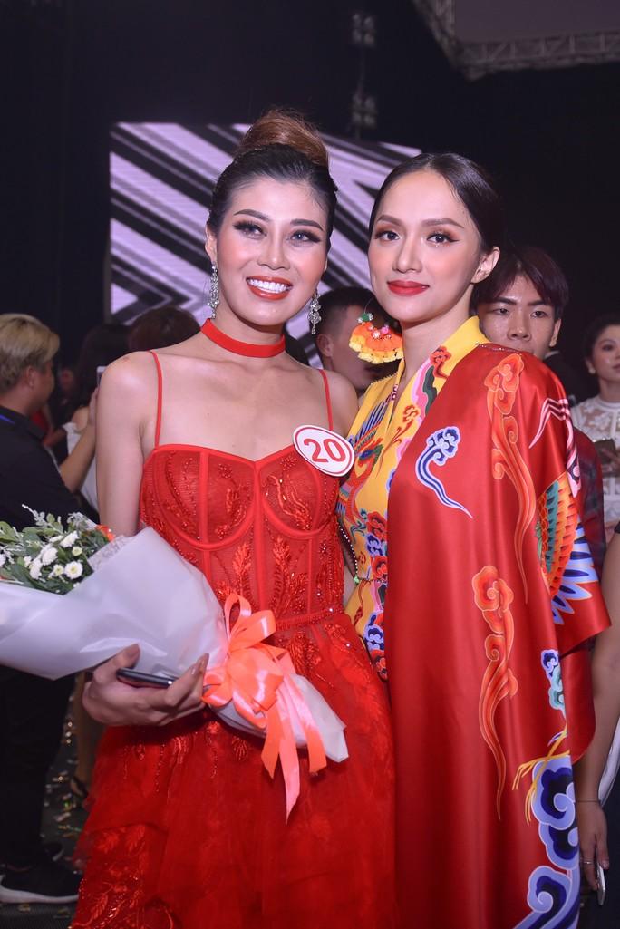 Hương Giang Idol đưa học trò đăng quang giải Vàng Siêu mẫu 2018 - Ảnh 2.