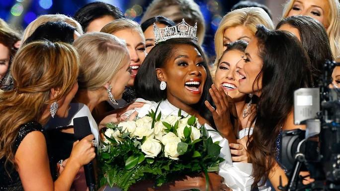 Cận cảnh cô gái đăng quang Tân hoa hậu Mỹ - Ảnh 4.