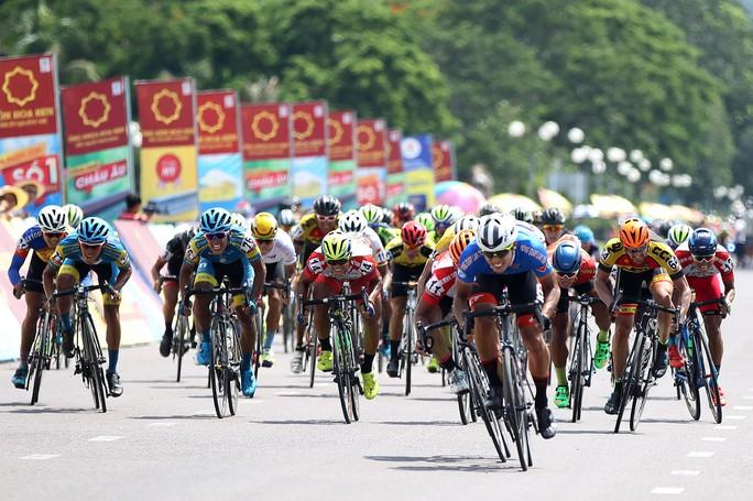 Tước quyền 4 tay đua ngay vạch xuất phát Cúp Tôn Hoa Sen 2018 - Ảnh 9.
