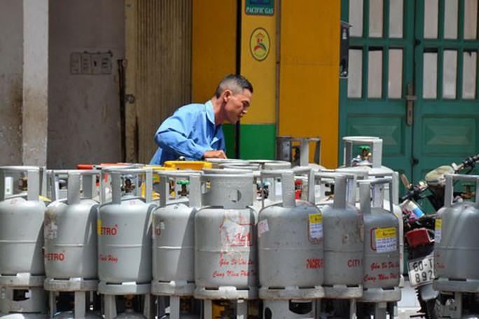 Cửa hàng nâng giá gas, khách hàng chịu thiệt - Ảnh 1.