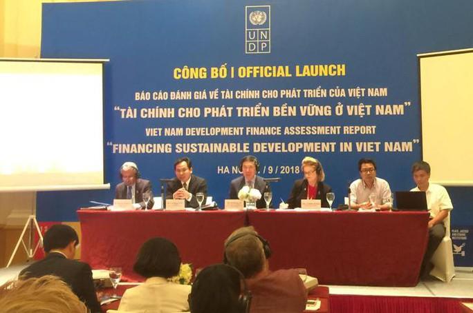 Cạnh tranh thu hút FDI bằng ưu đãi thuế sẽ đưa kinh tế Việt Nam xuống đáy - Ảnh 1.