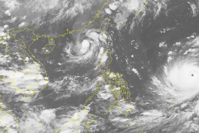 """Siêu bão Mangkhut """"đuổi theo"""" bão số 5 vào Biển Đông - Ảnh 2."""
