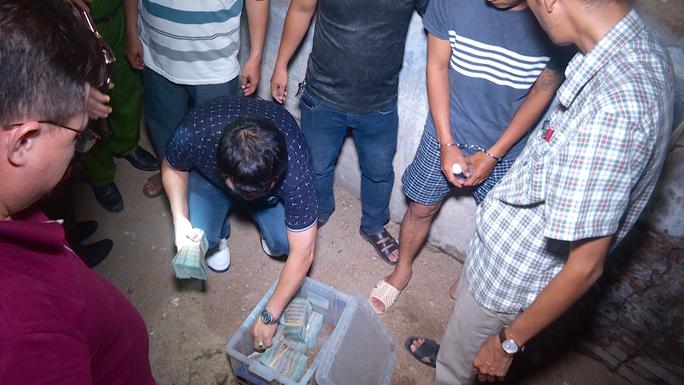 Hai kẻ cướp ngân hàng ở Khánh Hòa có thể lãnh án 20 năm tù - Ảnh 1.