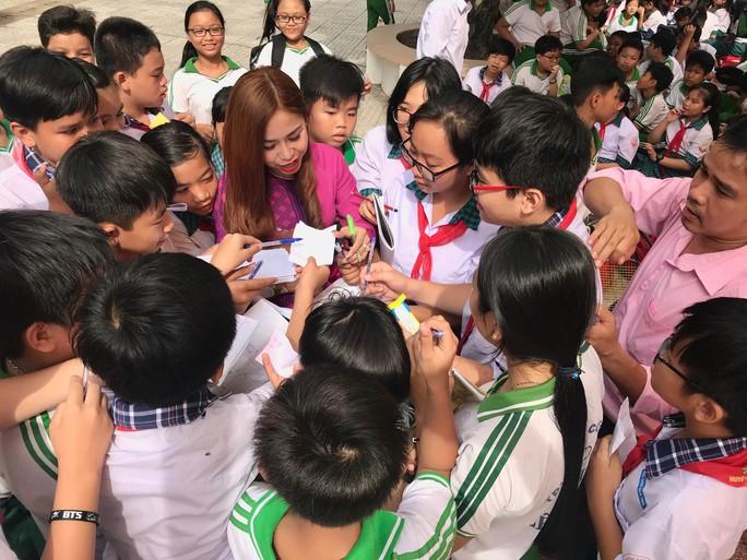 Nghệ sĩ Bình Tinh dốc sức đưa sân khấu vào trường học - Ảnh 3.
