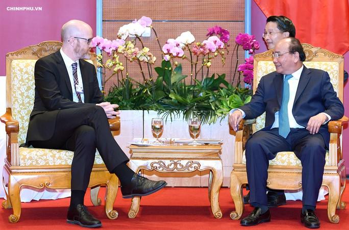 Thủ tướng: Facebook cần có trách nhiệm với hơn 60 triệu tài khoản tại Việt Nam - Ảnh 1.