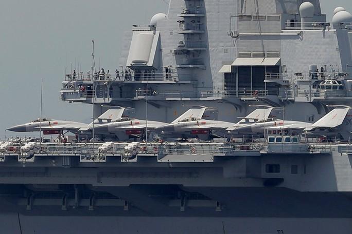 Tàu sân bay Trung Quốc bị chính máy bay nhà cản chân - Ảnh 1.