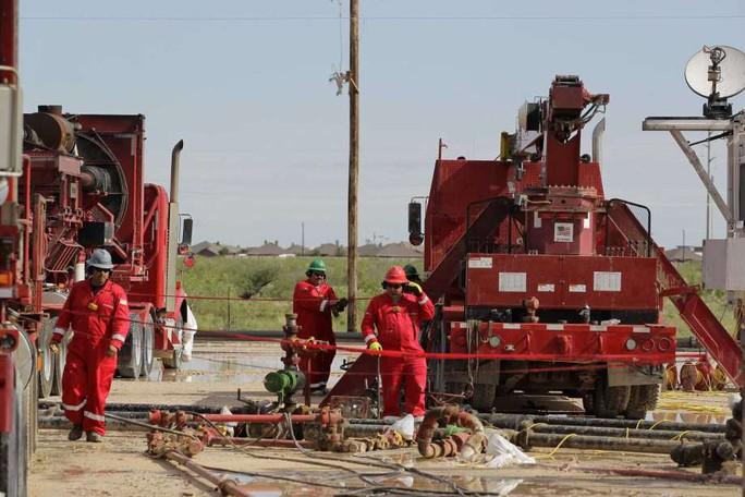 Mỹ trở thành nhà sản xuất dầu lớn nhất thế giới - Ảnh 1.