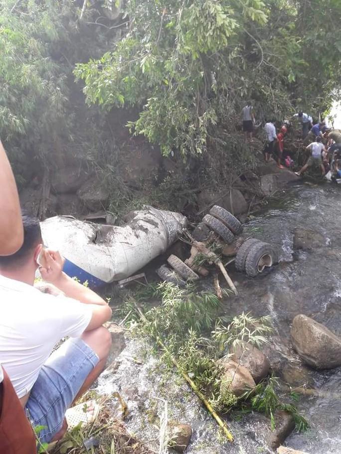 Tai nạn thảm khốc xe bồn tông xe khách xuống vực: 13 người chết, 3 người bị thương - Ảnh 3.