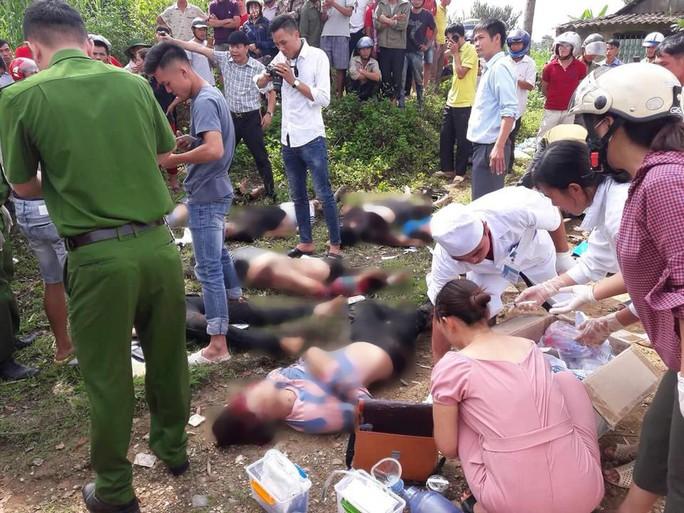 Tai nạn thảm khốc xe bồn tông xe khách xuống vực: 13 người chết, 3 người bị thương - Ảnh 4.