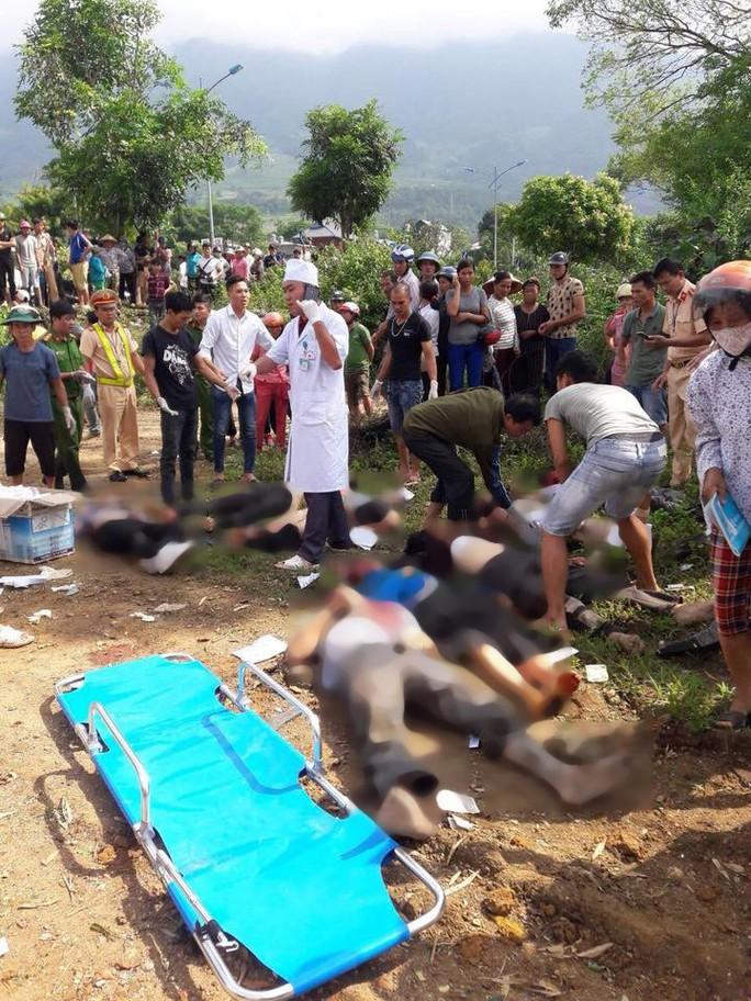 Tai nạn thảm khốc xe bồn tông xe khách xuống vực: 13 người chết, 3 người bị thương - Ảnh 5.