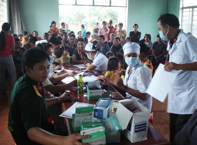 Quân dân y kết hợp chăm sóc sức khoẻ người dân - Ảnh 2.