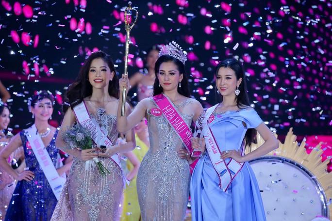 Cận cảnh nhan sắc Tân Hoa hậu Việt Nam Trần Tiểu Vy - Ảnh 1.