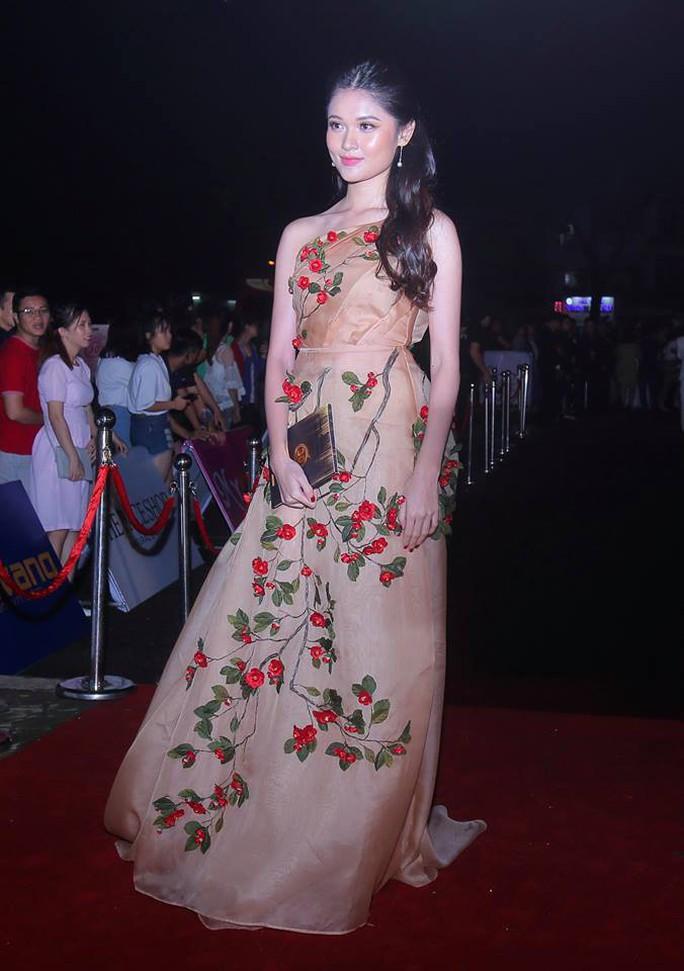 Thảm đỏ hoa hậu Việt Nam 2018: Dàn  người đẹp khoe sắc - Ảnh 2.