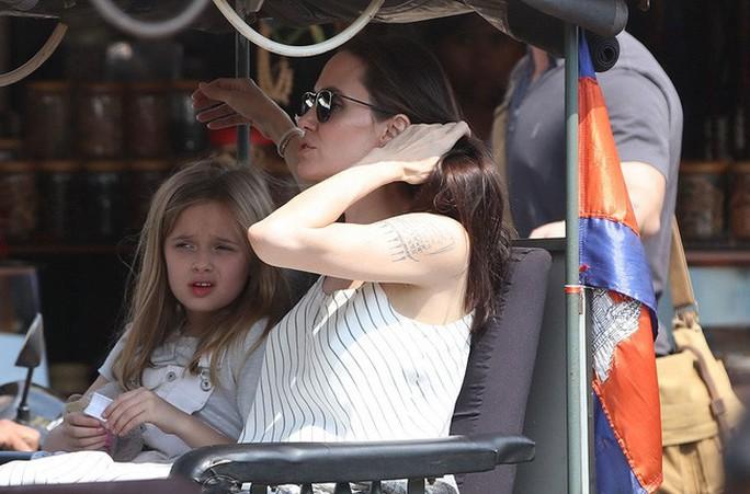 Angelina Jolie hết lòng ủng hộ điện ảnh Campuchia - Ảnh 9.