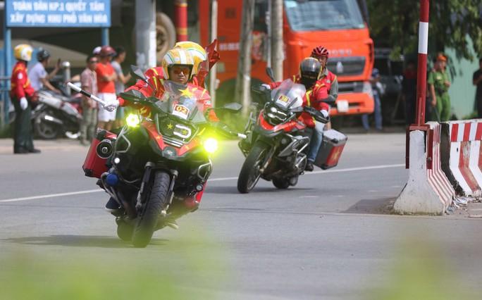 Những chàng lãng tử bên siêu xe mô tô - Ảnh 5.