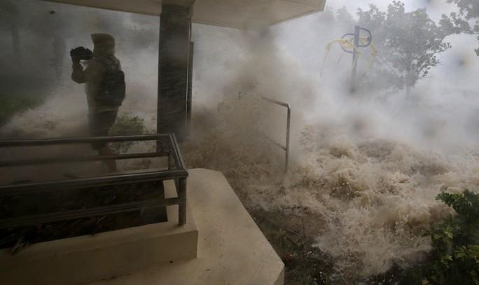 Bão Mangkhut đổ bộ Trung Quốc, 2,45 triệu người đi trốn - Ảnh 11.