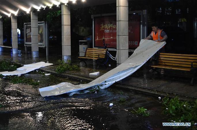 Trung Quốc chống chọi bão Mangkhut, 2 người thiệt mạng - Ảnh 5.