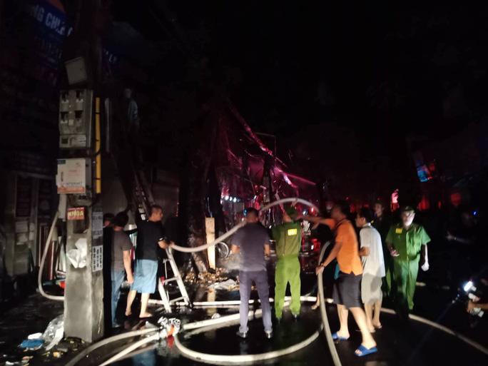Cháy lớn gần Bệnh viện Nhi Trung ương, khẩn cấp sơ tán bệnh nhân - Ảnh 5.