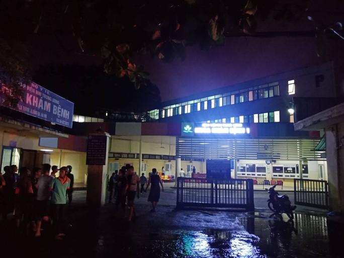 Cháy lớn gần Bệnh viện Nhi Trung ương, khẩn cấp sơ tán bệnh nhân - Ảnh 10.