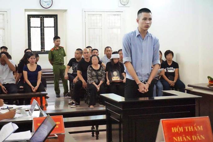Nam sinh viên sát hại người tình hơn 15 tuổi sau khi ân ái bật khóc tại tòa - Ảnh 1.