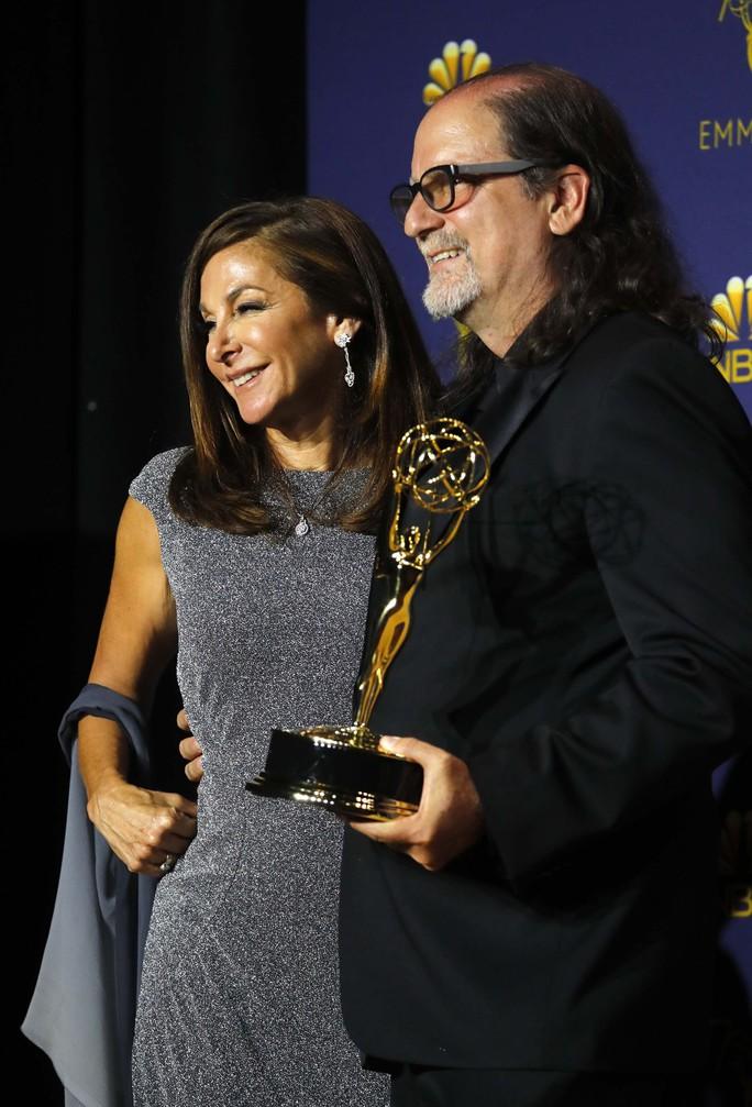 Đạo diễn gây sốc khi cầu hôn bạn gái tại lễ trao giải - Ảnh 11.