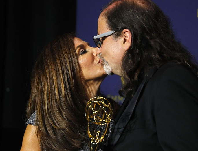 Đạo diễn gây sốc khi cầu hôn bạn gái tại lễ trao giải - Ảnh 10.