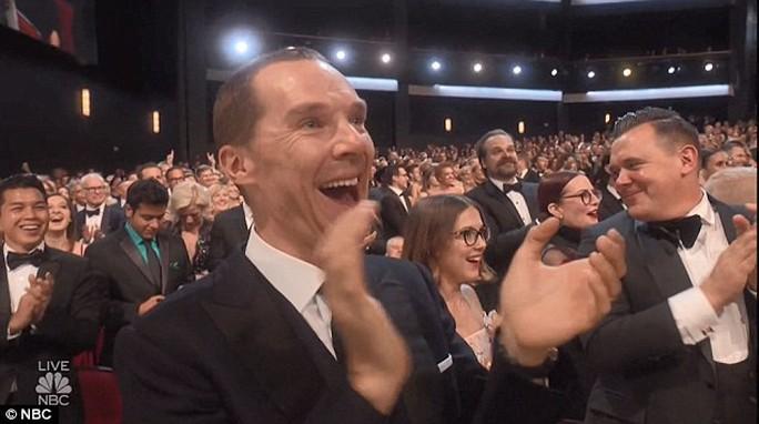 Đạo diễn gây sốc khi cầu hôn bạn gái tại lễ trao giải - Ảnh 5.