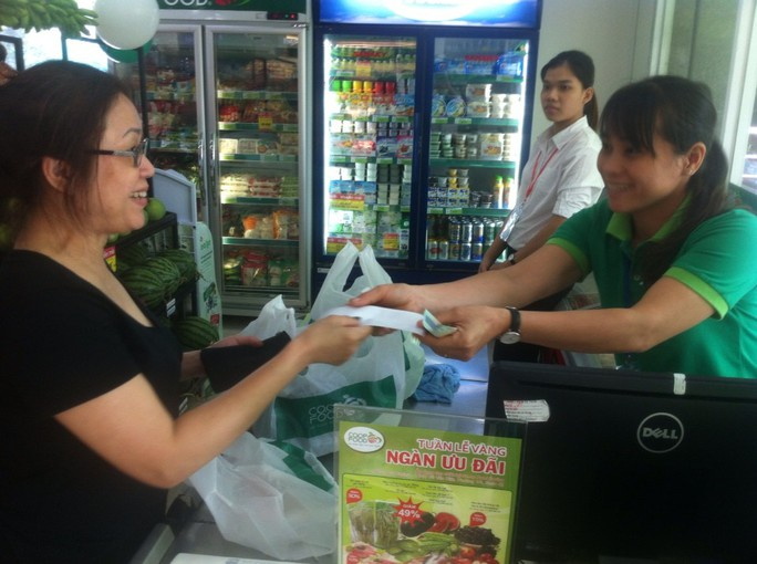 Cửa hàng thực phẩm đầu tiên ở chung cư Carina hoạt động trở lại - Ảnh 2.