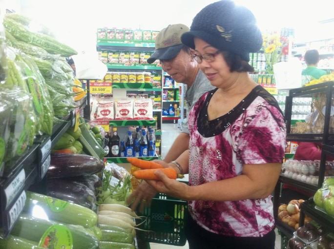 Cửa hàng thực phẩm đầu tiên ở chung cư Carina hoạt động trở lại - Ảnh 1.