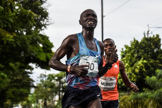 Thể thao cuối ngày: VĐV bán marathon bị xe tải tông trọng thương - Ảnh 3.
