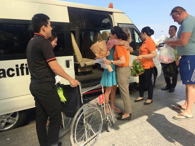 Du khách Mỹ bất ngờ đau tim trên máy bay từ Bangkok về TP HCM - Ảnh 1.