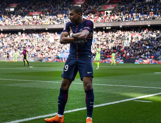 Tiết lộ sốc: Messi và Ronaldo chắc chắn mất Quả bóng vàng - Ảnh 2.