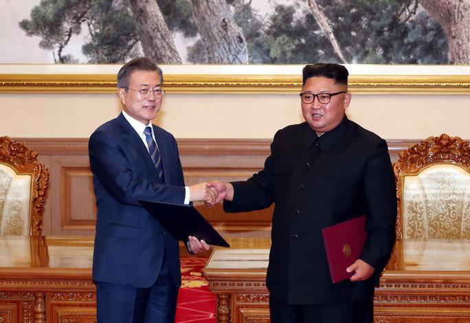 Triều Tiên lại... chuyền bóng cho Mỹ - Ảnh 1.