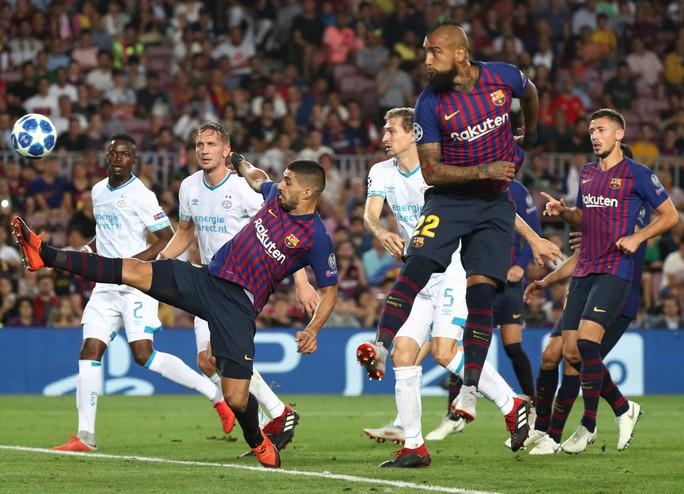 Messi lập siêu phẩm, Barcelona đại thắng PSV tại Nou Camp - Ảnh 2.