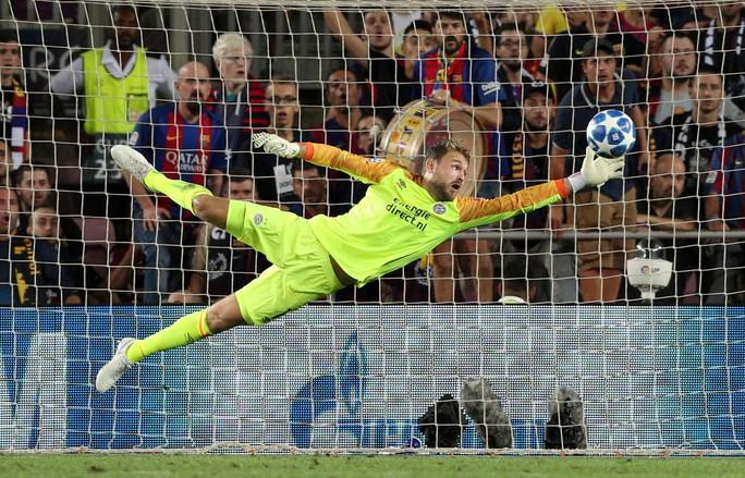 Messi lập siêu phẩm, Barcelona đại thắng PSV tại Nou Camp - Ảnh 1.