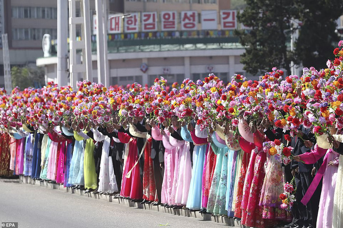 Lãnh đạo Hàn - Triều nâng ly trong bữa tiệc thịnh soạn - Ảnh 4.