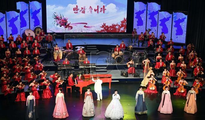 Lãnh đạo Hàn - Triều nâng ly trong bữa tiệc thịnh soạn - Ảnh 9.