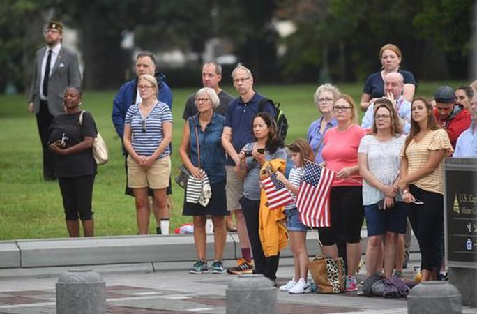 Tang lễ ông McCain: Thông điệp đậm đặc tới vị tổng thống vắng mặt - Ảnh 3.