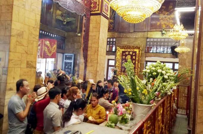 Nghỉ lễ 2-9, du khách nườm nượp đến núi Sam cầu may - Ảnh 7.
