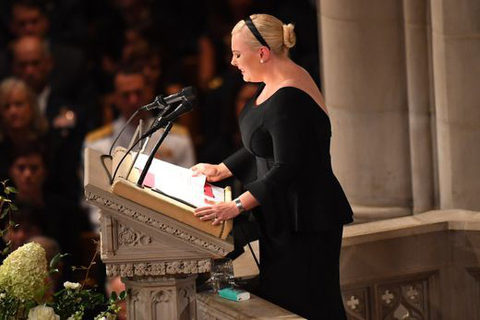Tang lễ ông McCain: Thông điệp đậm đặc tới vị tổng thống vắng mặt - Ảnh 4.