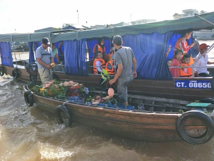 Lễ 2-9, chợ nổi Cái Răng, Làng Du lịch Mỹ Khánh chật kín người - Ảnh 24.