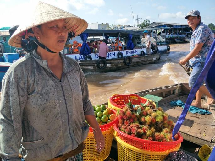 Lễ 2-9, chợ nổi Cái Răng, Làng Du lịch Mỹ Khánh chật kín người - Ảnh 14.