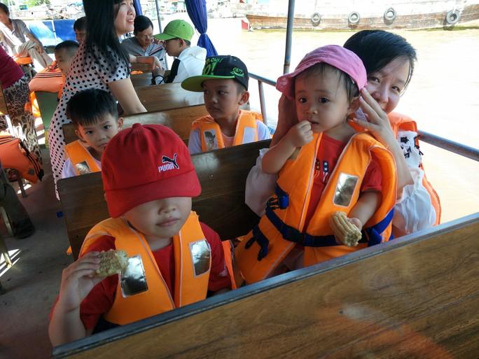 Lễ 2-9, chợ nổi Cái Răng, Làng Du lịch Mỹ Khánh chật kín người - Ảnh 3.