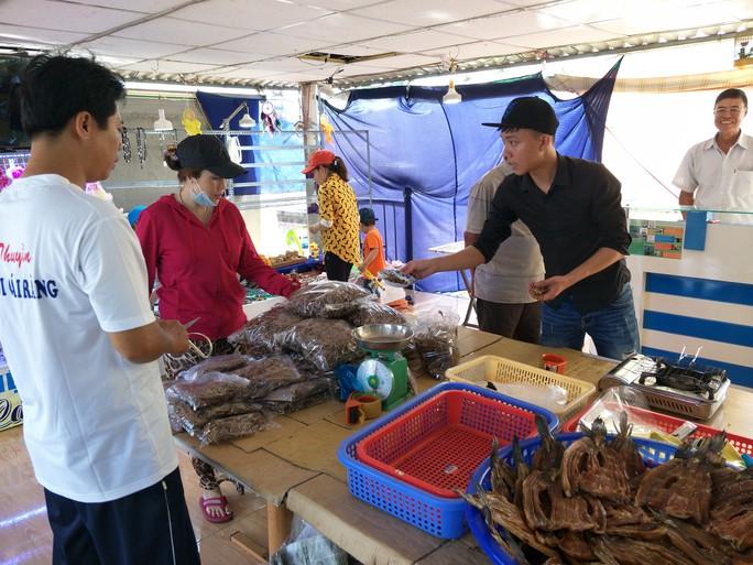 Lễ 2-9, chợ nổi Cái Răng, Làng Du lịch Mỹ Khánh chật kín người - Ảnh 22.