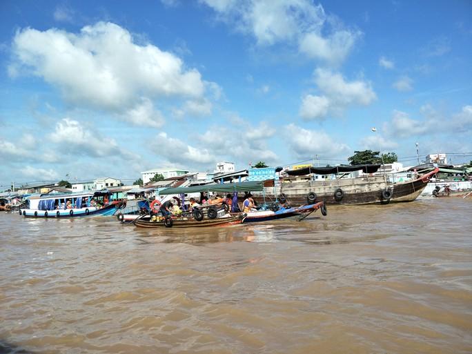 Lễ 2-9, chợ nổi Cái Răng, Làng Du lịch Mỹ Khánh chật kín người - Ảnh 7.